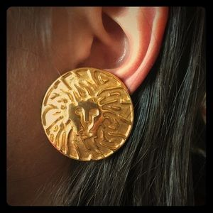 Lion statement earrings clip